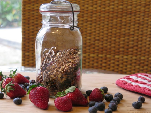 Quinona Granola in Antique Ball Jar - IMG_2094_1