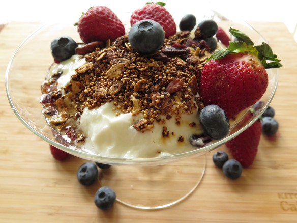 Quinona Granola with Yogurt and Fruit - IMG_2201_1