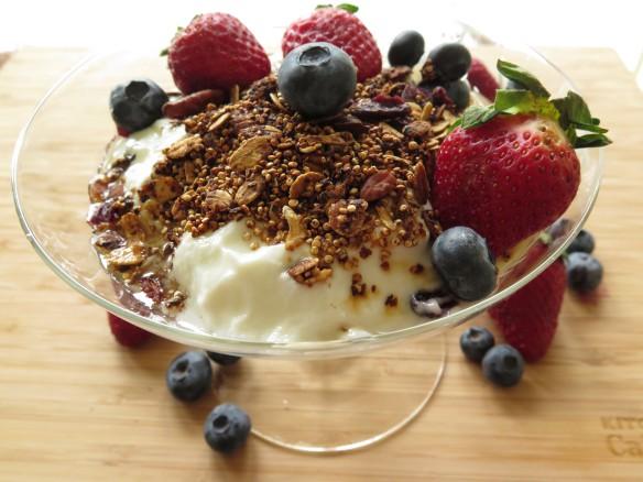 Quinona Granola with Yogurt and Fruit - IMG_2201_1