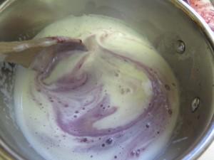 stir blackberry pulp into custard - IMG_2508_1