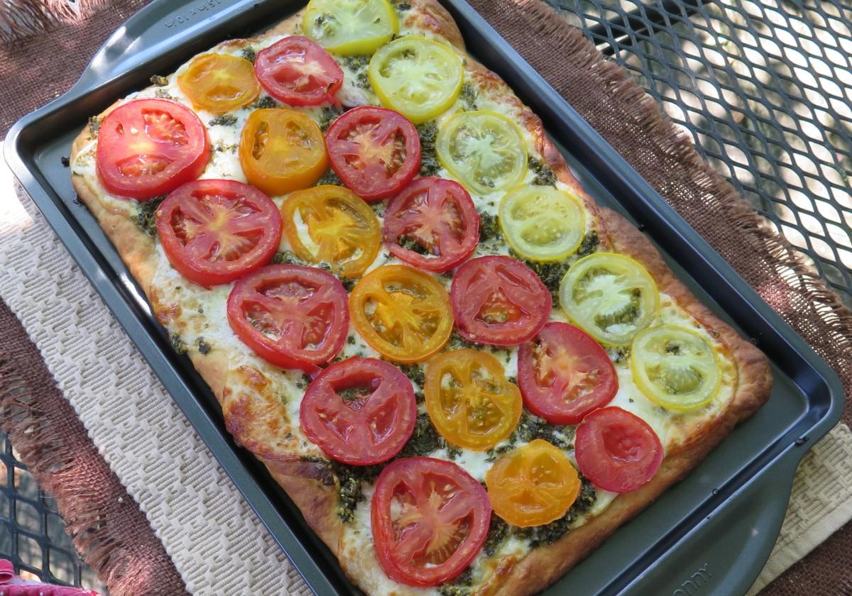 colorful tomato and basil pesto pizza beyondgumbo. Black Bedroom Furniture Sets. Home Design Ideas