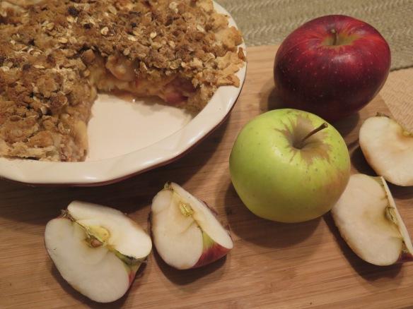 Classic Deep Dish Apple Pie - 1 - IMG_5590