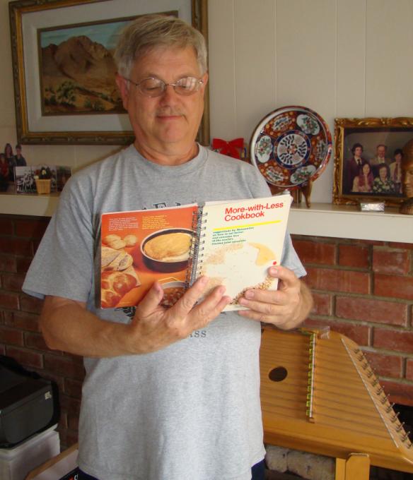 Galen with Cookbook - DSC02727 (1)
