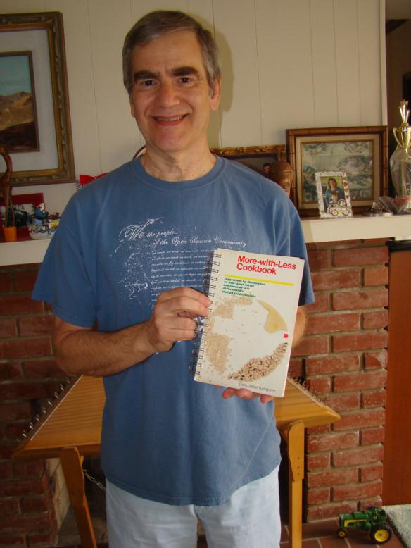Loren with Cookbook - 2 - DSC02722 (4)