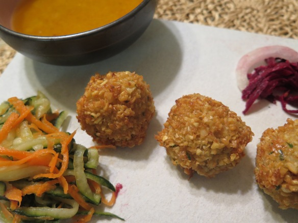 falafel-and-dipping-sauce-with-pickled-vegetables-img_8954