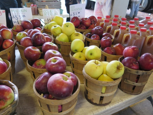 rochester-farmers-market-and-apples-2-img_8106