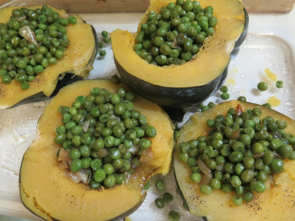 acorn-squash-stuffed-with-peas-img_1923
