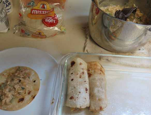 filling-and-rolling-up-corn-tortillas